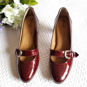 NWOB Burgundy Euosoft by Sofft heeled shoes